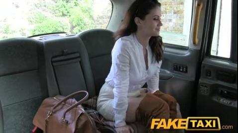Анальная порка на сидении авто в Fake taxi